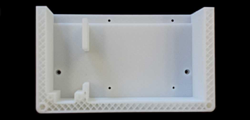 Foto 2 - Sezione di una scatola realizzata da una stampante 3D. Dalla struttura a nido d'ape si può vedere il modo di realizzazione della stampa per strati. [Fonte CINTEST]