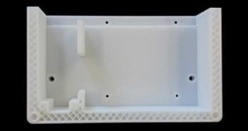 Sezione di una scatola realizzata da una stampante 3D. Dalla struttura a nido d'ape si può vedere il modo di realizzazione della stampa per strati. [Fonte CINTEST]