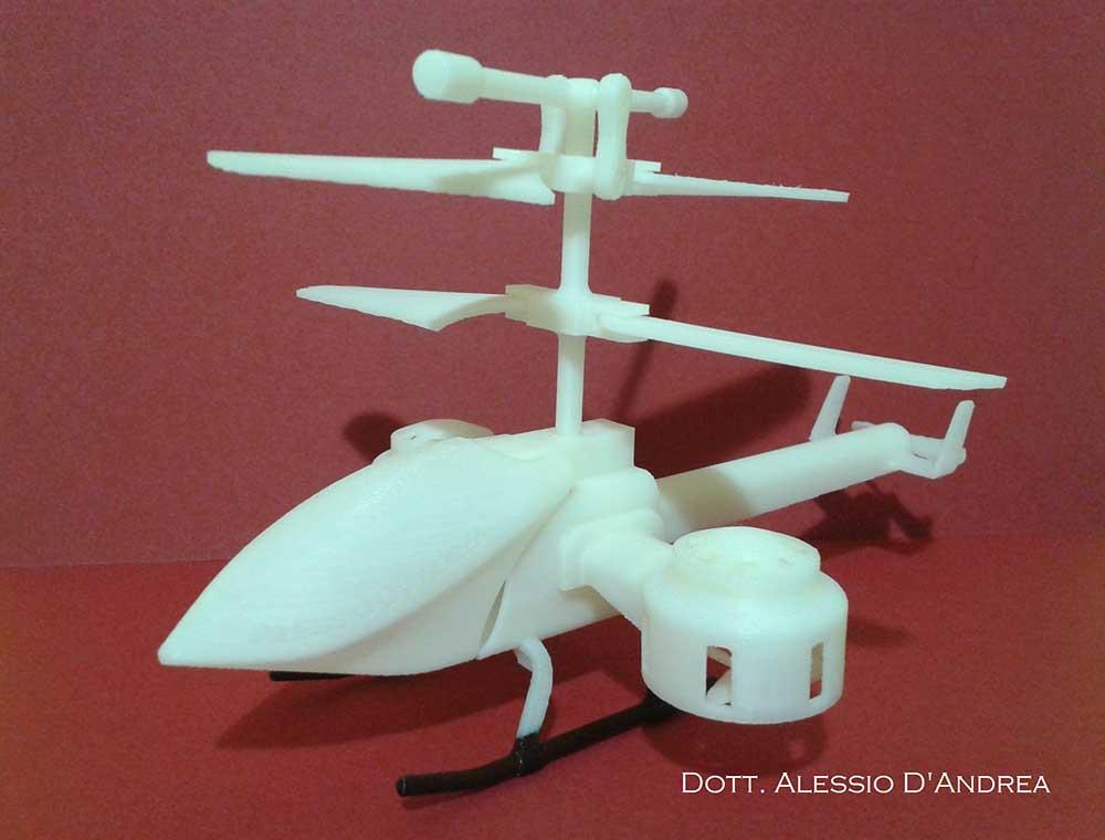 Foto 4a - Modellino di elicottero stampato già montato, realizzato nei Laboratori del CINTEST per il progetto Kinetic Helicopter: veduta dall'alto. Fonte CINTEST