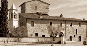 Solomeo (PG) - piazza della Pace e veduta del Borgo